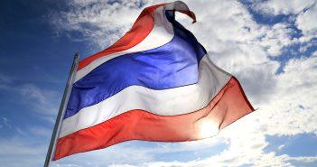 Thailändische Flagge im Wind wehend