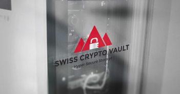 Glastüre mit Logo von Swiss Crypto Vault