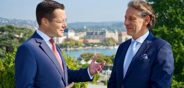Vereinigung der alten und neuen Finanzwelt: Interview mit Dr. Stephan A. Zwahlen und Mark Dambacher